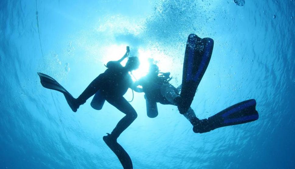 Воздушные смеси, используемые аквалангистами, вырезаны из нескольких благородных газов.