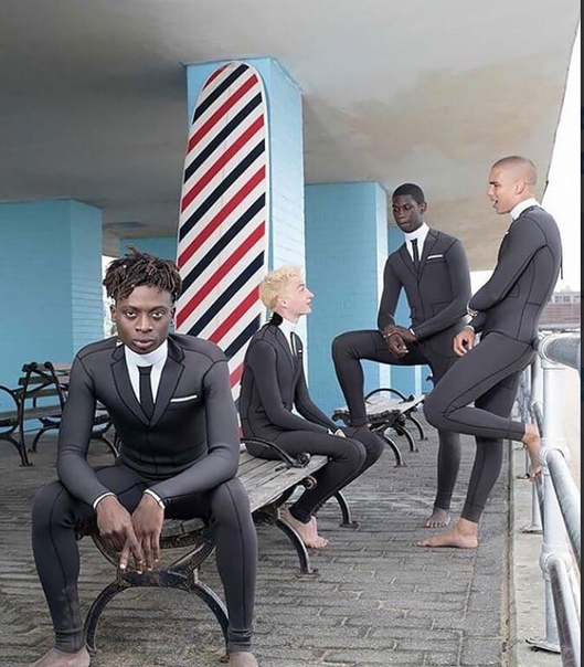 Предприимчивый дизайнер создал специальный джентльменский стиль гидрокостюма . За своё изделие он выставил ценник в 4 тысячи