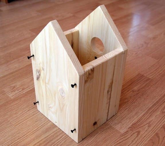 СКВОРЕЧНИК Пусть папы помогут деткам собрать и украсить домик для птичек.
