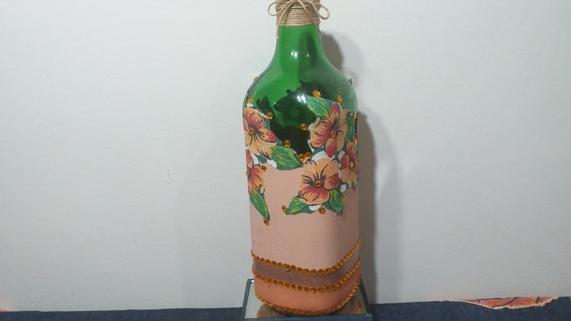 Como decorar uma linda garrafa com flores de chita