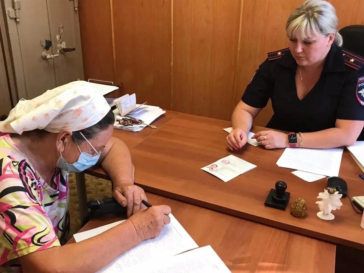 Уроженка Петровска Любовь Кузнецова, три года назад вернувшаяся из Украины в родной город, получила вид на жительство