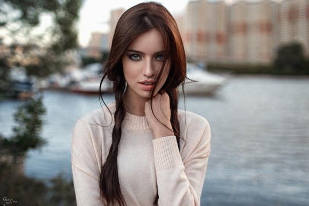 ПОВСЕДНЕВНЫЙ МАКИЯЖ ДЛЯ ШАТЕНОК Шатенки с их каштановыми, медными, шоколадными и рыжими волосами обладают практически универсальным типом внешности. Повседневный макияж для шатенок может быть