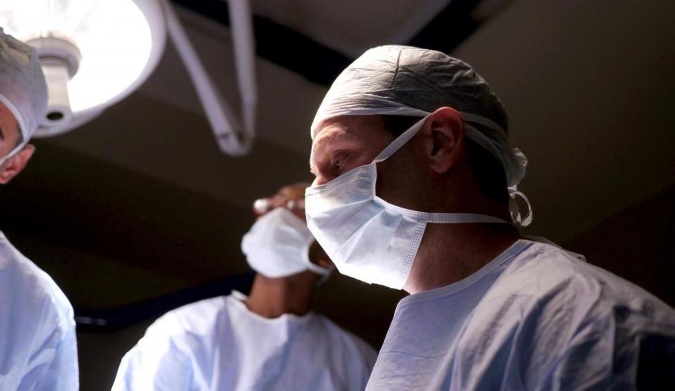 Абдоминопластика несет те же риски для осложнений, которые обнаруживаются при любом типе хирургического вмешательства.