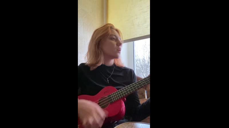 Алёна Буренина, ученица 10А класса, поет песню на стихи С. Есенина -Заметался пожар голубой.