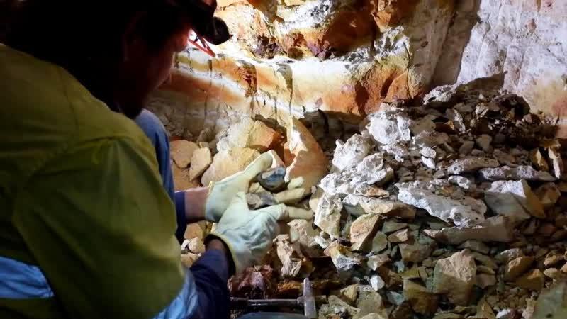 Добыча, шлифовка и полировка болдер опалов, Австралия