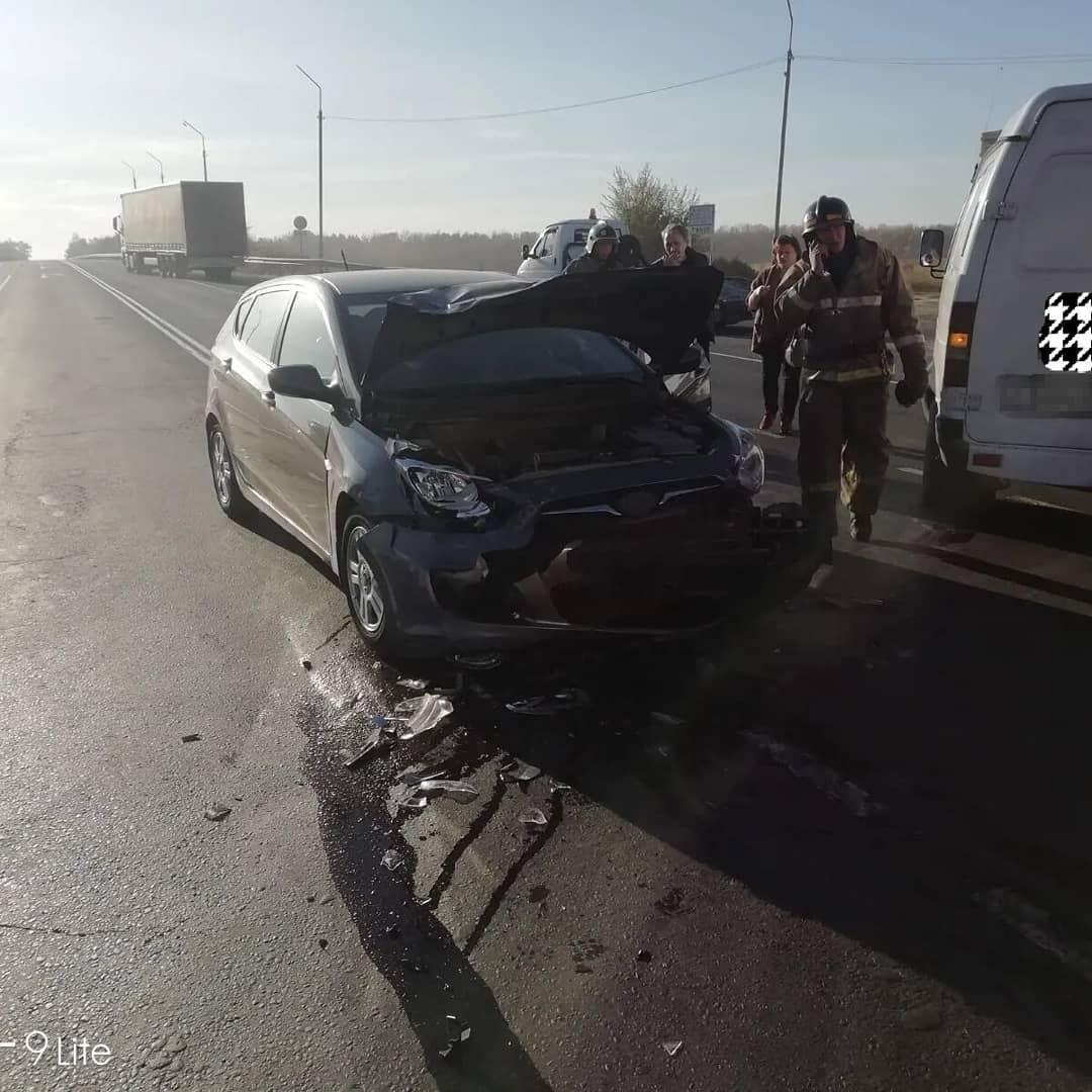 Сегодня утром на федеральной автотрассе в районе поворота на Петровск произошло ДТП