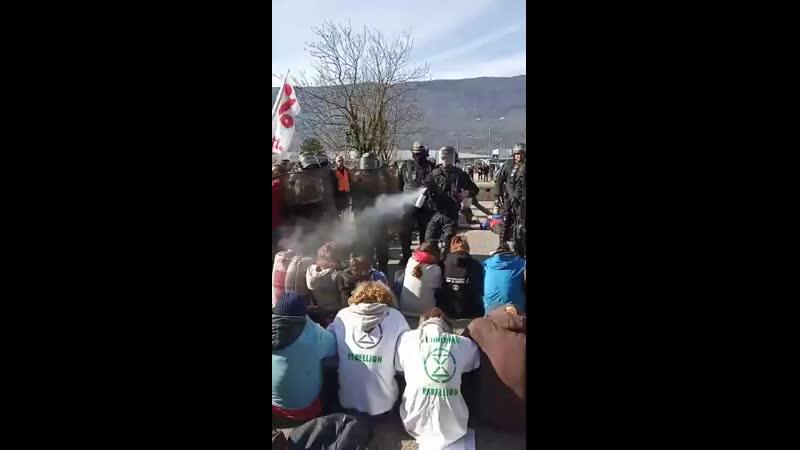 @XRChambery @attac_fr @amisdelaterre @ExtinctionR Toujours sur Chambery avec laction TousseenPiste - On essaye dalerter sur lurg