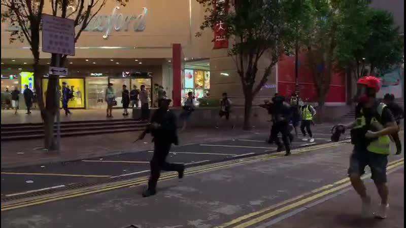 Гонконг Приняли нормальный закон выпустили боевые юниты на улицы хомячки закукливаются на раз