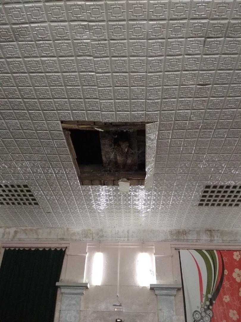 потолок обрушился в доме культуры поселка Октябрьский в Борском районе