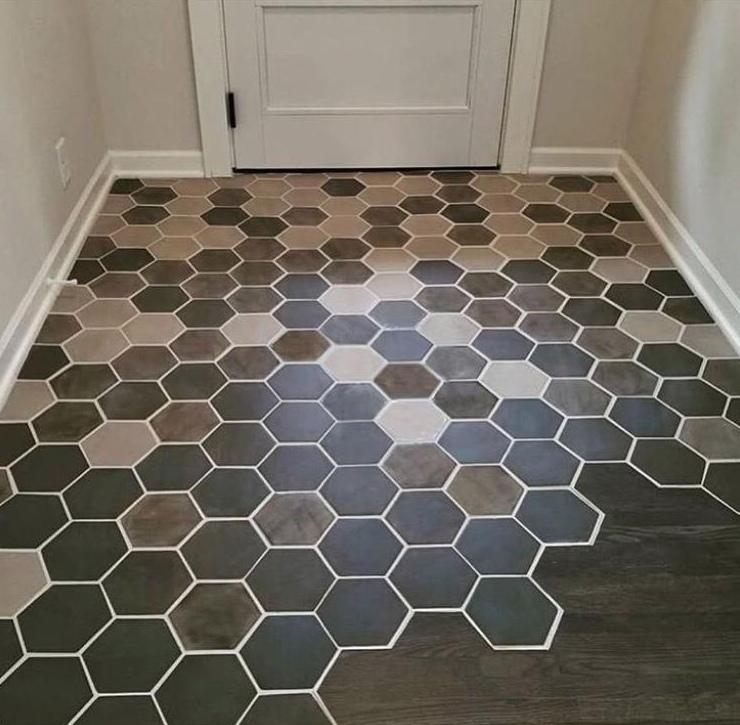 Плитка и ламинат - комбинированный пол в коридоре. Как вам?