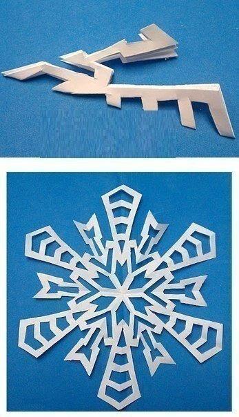 Снежинки Сохраняем на стене и вырезаем вместе с ребенком