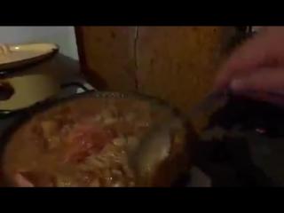 программа смак с пророком санбоем: какая-то туркменская хуйня (жопная подлива) на сковороде