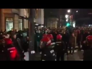 в Бильбао проходят митинги против фанатов Спартака. Местные жители считают, что приехавшие фанаты - фашисты, у которых главная ц