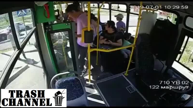 Автобус раздавил женщину