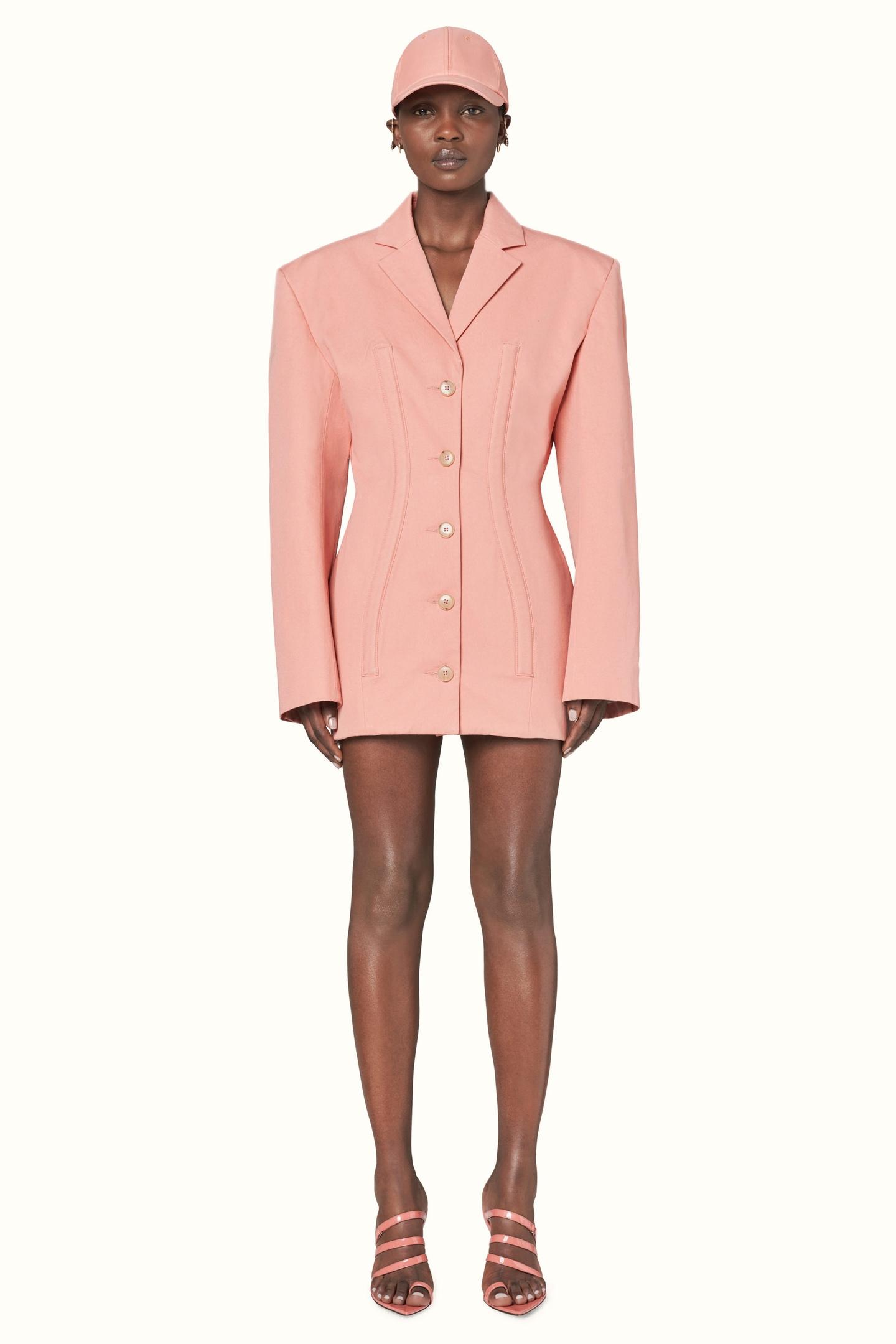Рианна выпустила первую коллекцию в рамках своего бренда Fenty.