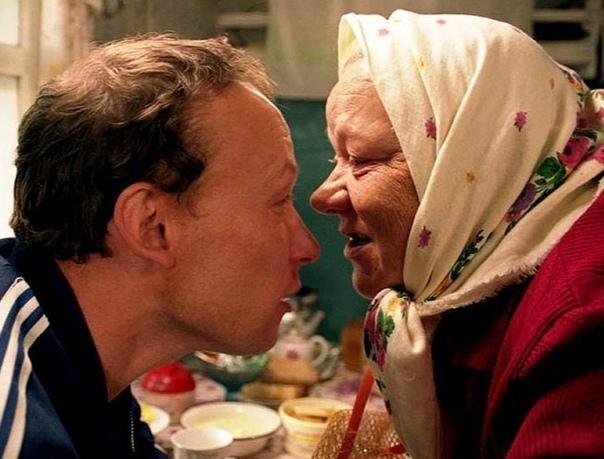 Бабки Андрюха гостил у армейского друга Валерика в деревне. Им здорово повезло: жена Валерика как раз уехала с детьми на пару недель к своей маме в соседний район. А Валерик оставался на