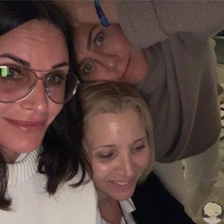 Кортни Кокс, Дженнифер Энистон и Лиза Кудроу устроили девичник Фиби Буффе, Моника Геллер и Рэйчел Грин снова вместе! На выходных 55-летняя Кортни Кокс, 55-летняя Лиза Кудроу и 50-летняя