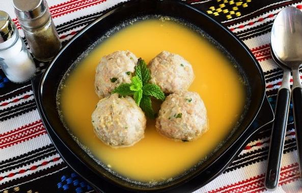 Тефтели в яично-лимонном соусе