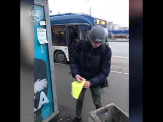 В Питере зашеймили расклейщика объявлений с номерами проституток