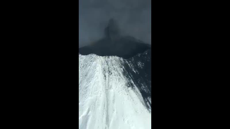 Активный вулкан Шишалдина (Аляска, ноябрь 2019).