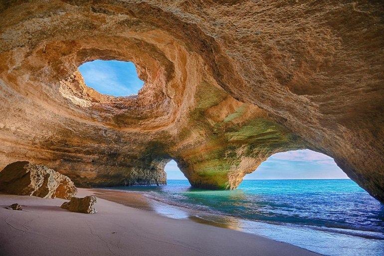 Интересные места нашей планеты Алгар-де-Бенагил (Португалия), изображение №1