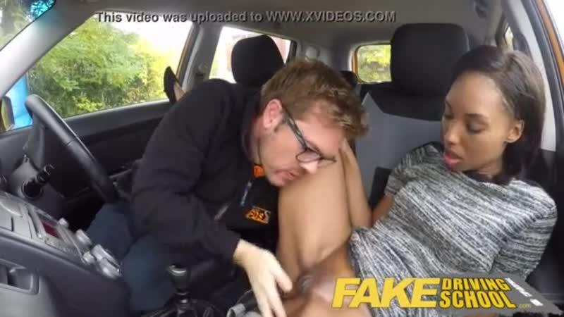 Инструктор по вождению трахает свою ученицу чернокожая студентка секс сиськи грудь пизда минет куни сосет hot 18