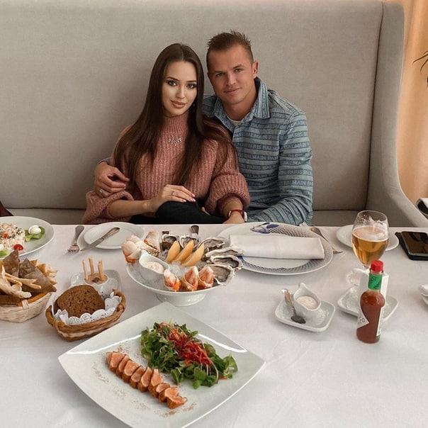 Семья Тарасовых устроила себе опять романтический ужин!