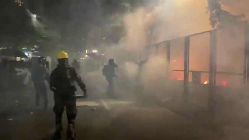 Портланд Революционная молодёжь снова атакует здание федерального суда