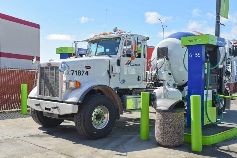 В Калифорнии набирают популярность биодизельные заправочные станции.
