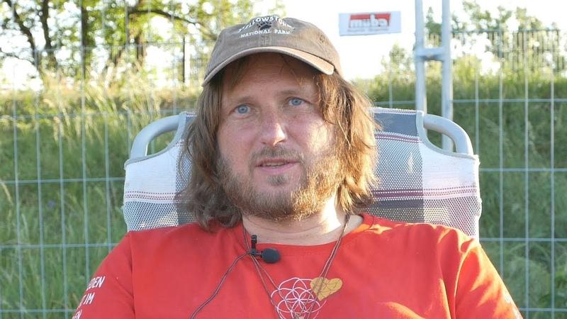 ✅ Der Mann im roten Shirt Interview mit Stephan Bergmann