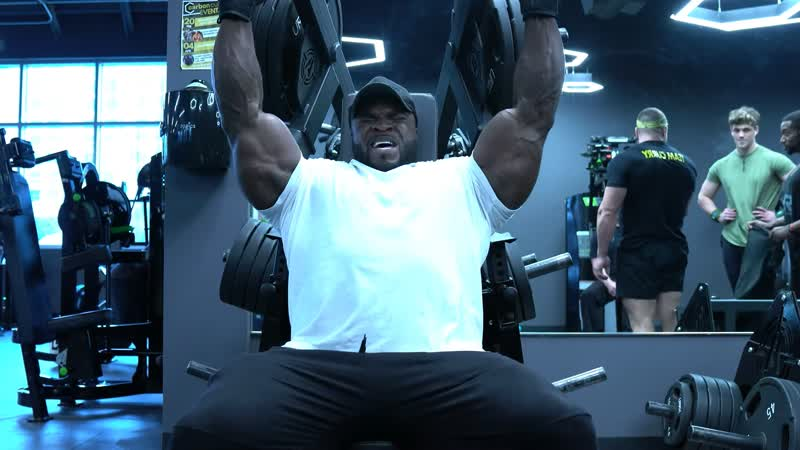 Brandon Curry Trains Shoulders