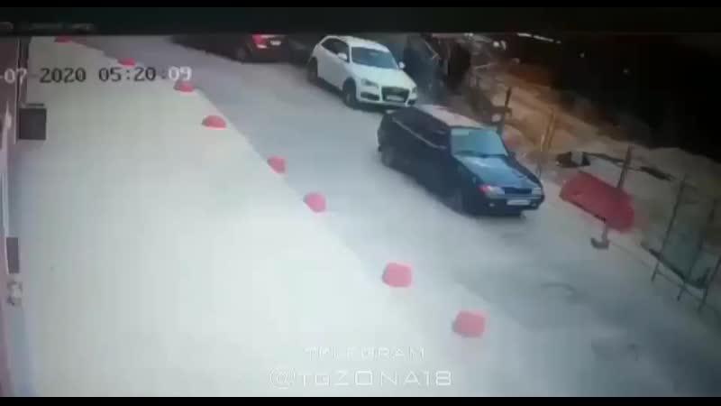 В Екатеринбурге бандосы похитили мужика который отказался продавать свой участок по цене застройщика Спасибо Вове что сейч