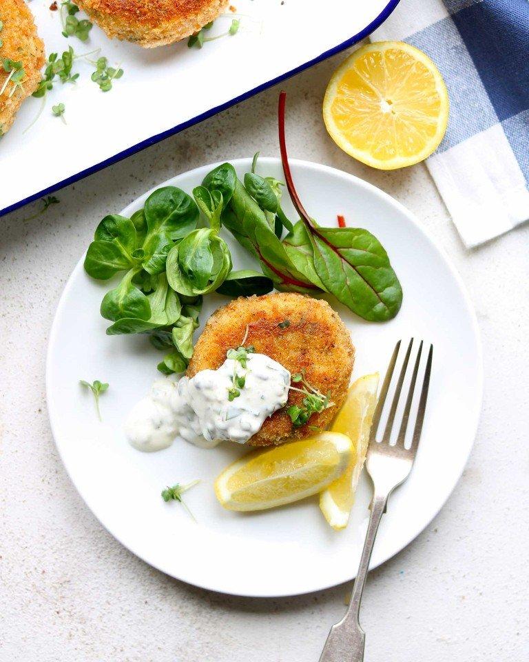Картофельно-рыбные котлетки с соусом тартар...