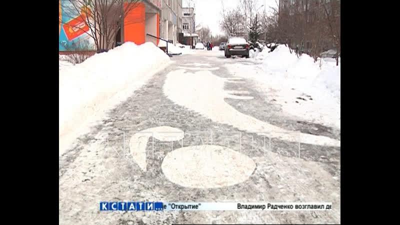 Автозаводский дворник не просто убирает снег а создаёт картины на асфальте