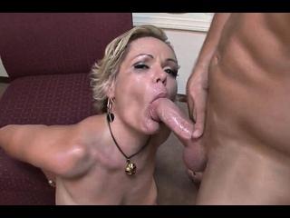 ПОРНО -- ЕЙ 39 -- ЗРЕЛОЙ ЖЕНЩИНЕ ПОНРАВИЛСЯ МОЛОДОЙ СПОРТСМЕН -- milf porn sex -- Kelly Leigh