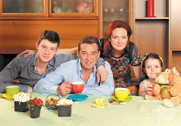 Николай с женой и детьми
