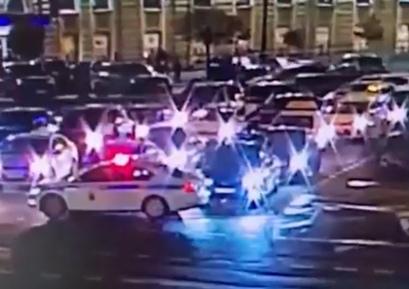 Автоблогер катался пьяным и отмахивался от полиции в Пете...