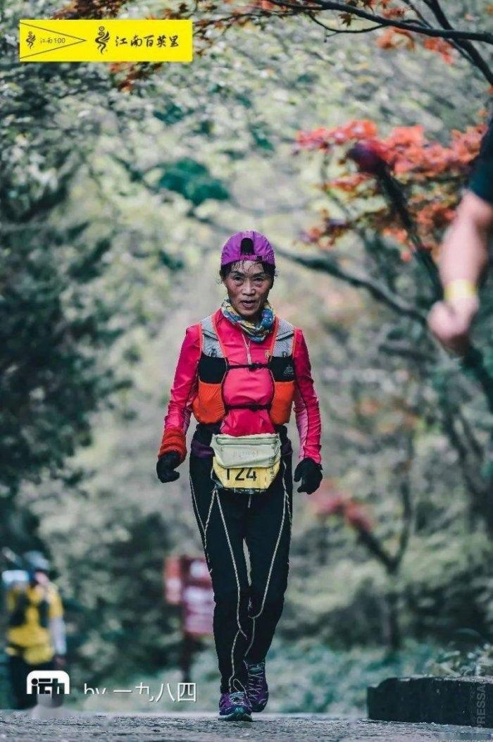 70-летняя пенсионерка участвовала в более 100 марафонских забегах за последние 20 лет