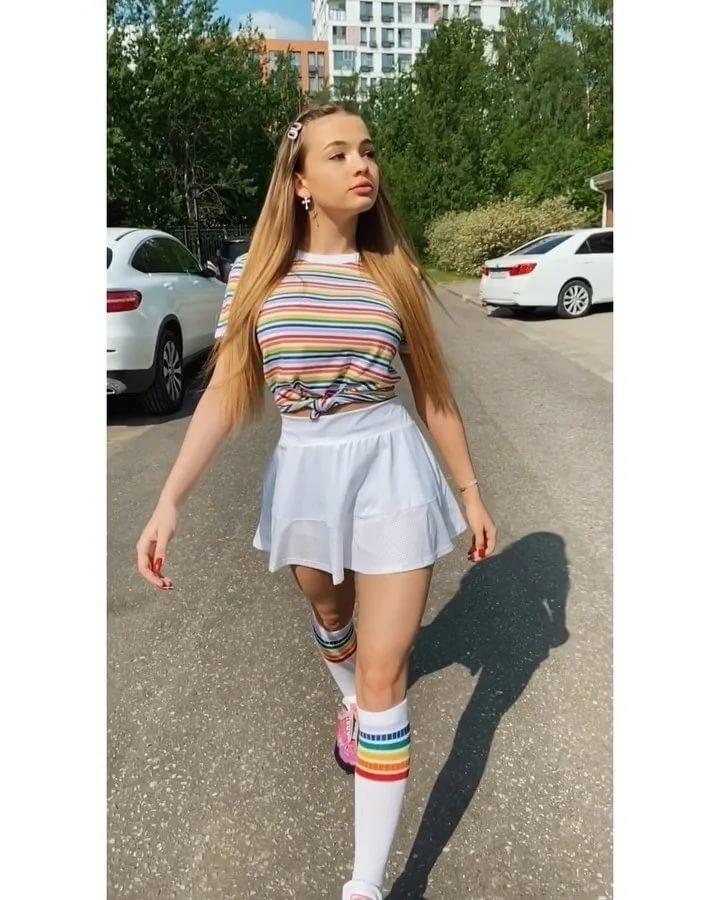 Валя Карнавал - блогерша,певица и просто красотка