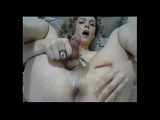 Тётенька с пенисом подрочила и сбрызнула