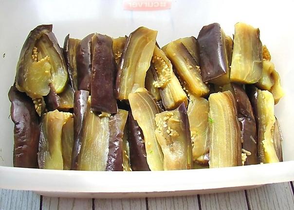 Быстрые маринованные баклажаны - с чесноком, болгарским перцем и зеленью