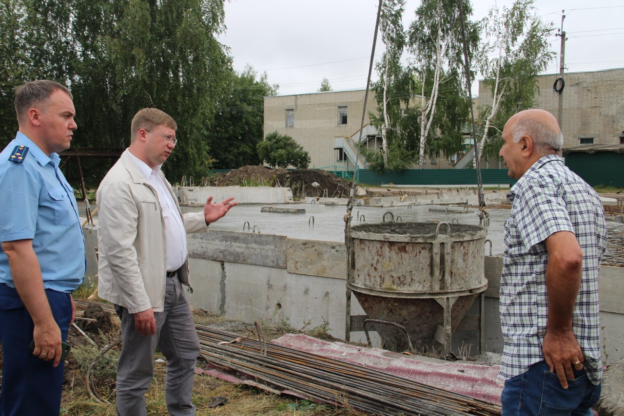 В администрации Петровского района состоялось совещание, посвящённое вопросам капремонта многоквартирных домов и строительства дома для детей-сирот