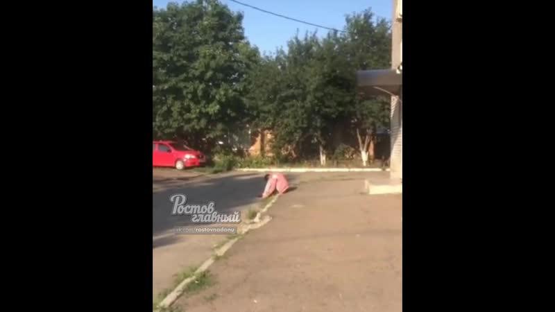 Сонный парень на ул. Литвинова 18.7.2019 Ростов-на-Дону Главный