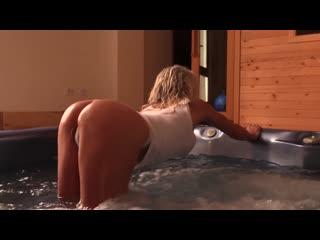 Йога - Hot Tub Love (fitness yoga bikini)