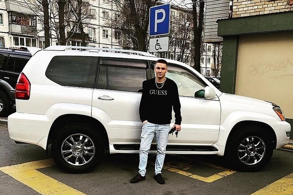Обрызгавшему пешеходов хулигану на Lexus грозит штраф до 100 тысяч рублей