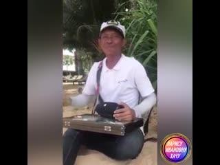 Как же он чувствует Музыку