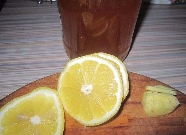 Не болейте! Полезный напиток Сбитень Напиток старинный и почему-то забытый. А зря, ведь он очень вкусный. По вкусу сбитень похож на пряный лимонад. Сбитень отлично идёт зимой в горячем виде