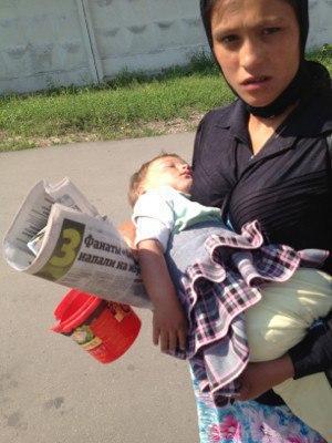 Почему спит ребенок всегда спит....На руках у попрошаек Вы никогда не задумывались Эту статью прочитала несколько месяцев назад. Кто автор, я не знаю. Все это время она не выходит у меня из